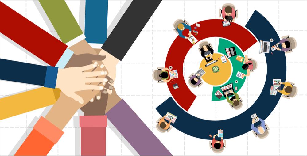 Ilustração das mãos de 9 pessoas, de várias raças, unidas em sinal de cooperação. Do lado direito, outras pessoas trabalham juntas, cada uma em seu computador